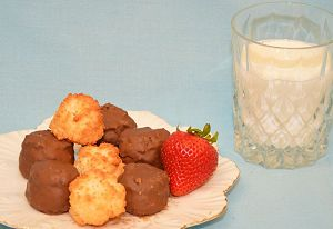 macaroond-and-milk-2.jpg